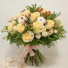 Букет Б137 с розами и хлопком