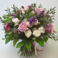Букет Б138 с розами и клематисами