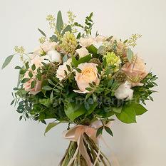 Букет Б142 с розами и хлопком