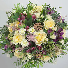 Букет Б173 с розами и альстромериями
