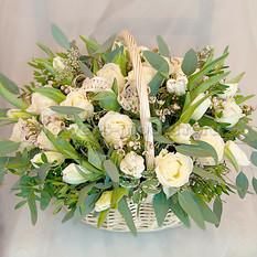 Корзина К026 из роз и тюльпанов