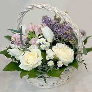 Корзина К117 с весенними цветами