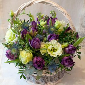 Корзина К141 с тюльпанами и эустомой