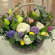 Корзина К143 с весенними цветами