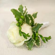 Бутоньерка С064 из розы и фрезий